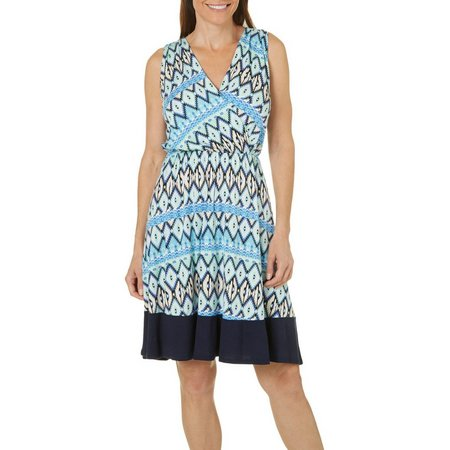 Gilli Womens Sleeveless Chevron Print Dress