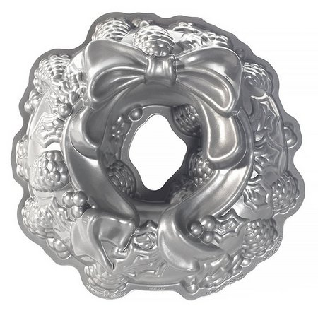 Nordic Ware Holiday Wreath Bundt Pan