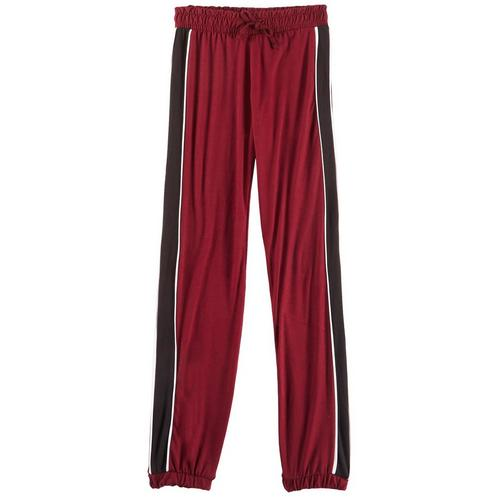 1st Kiss offers styles for the fun, free-spirited trendsetter. These jogger pants feature a solid design, contrast sports striping, banded cuffs, and an elastic waist.