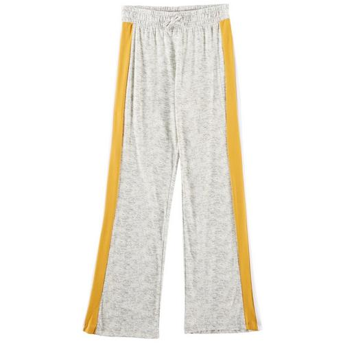 1st Kiss offers styles for the fun, free-spirited trendsetter. These jogger pants feature a heathered design, contrast sports striping, and an elastic waist.