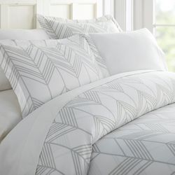 Home Collections Premium Soft Alps Chevron Duvet Cover Set