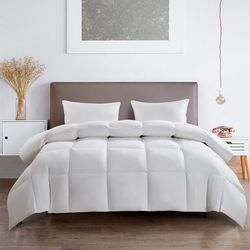 Serta Light Warmth Goose Feather & Down Fiber Comforter