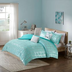 Intelligent Design Raina Metallic Printed Duvet Cover Set