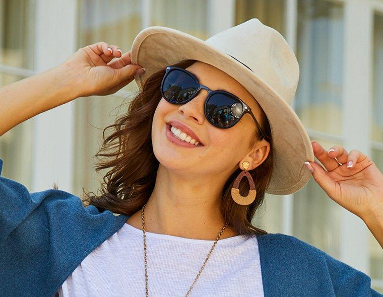 Woman Sunglasses and Sun Sand Solid Upbrim Hat